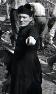 01_1956 costruzione canonica (inizio lavori 30 marzo)